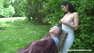 18 yo sitter Ava Nefarious gives a blowjob to old fart and gets laid nigh burnish apply garden-variety