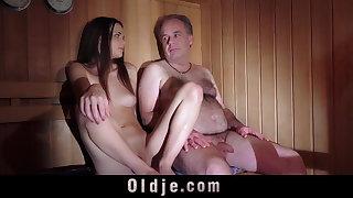 Frauen nackt ungarische Ungarische Frauen